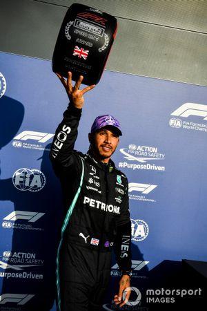 Pole man Lewis Hamilton, Mercedes with the Pirelli Pole Position award