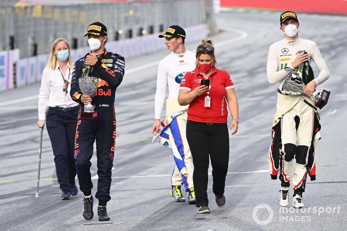 Tercer lugar Dennis Hauger, Prema Racing, Ganador David Schumacher, Trident, y el segundo lugar Frederik Vesti, ART Grand Prix