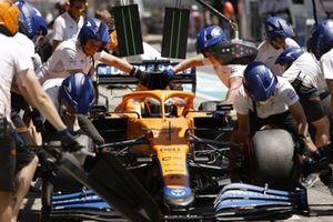 Daniel Ricciardo, McLaren MCL35M, in the pits during practice