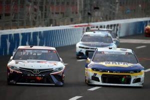 Chase Elliott, Hendrick Motorsports, Chevrolet Camaro NAPA Auto Parts, Denny Hamlin, Joe Gibbs Racing, Toyota Camry FedEx Freight