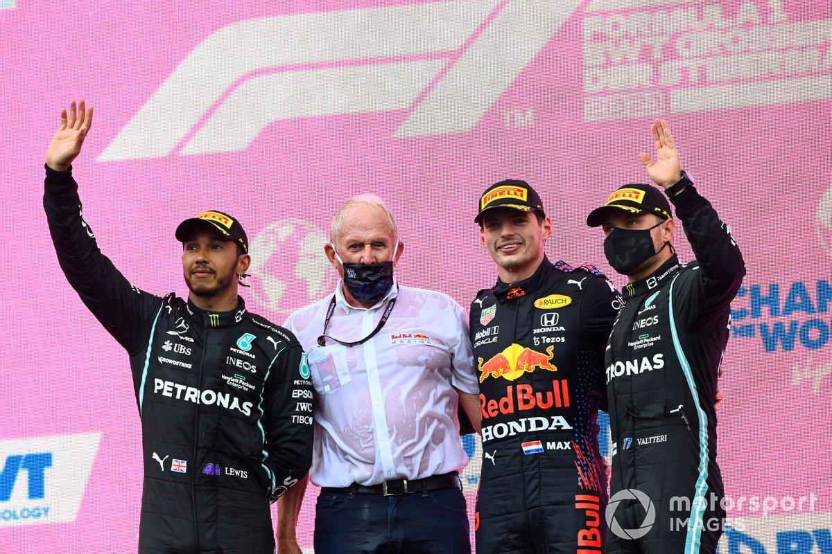 Podio: Helmut Marko, Consultor de Red Bull Racing, ganador de la carrera Max Verstappen, segundo lugar Lewis Hamilton, Mercedes, tercer lugar Valtteri Bottas, Mercedes