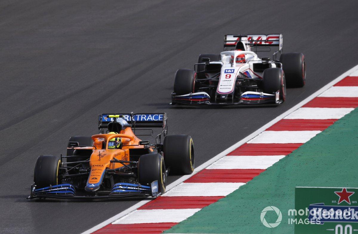 Lando Norris, McLaren MCL35M, Nikita Mazepin, Haas VF-21