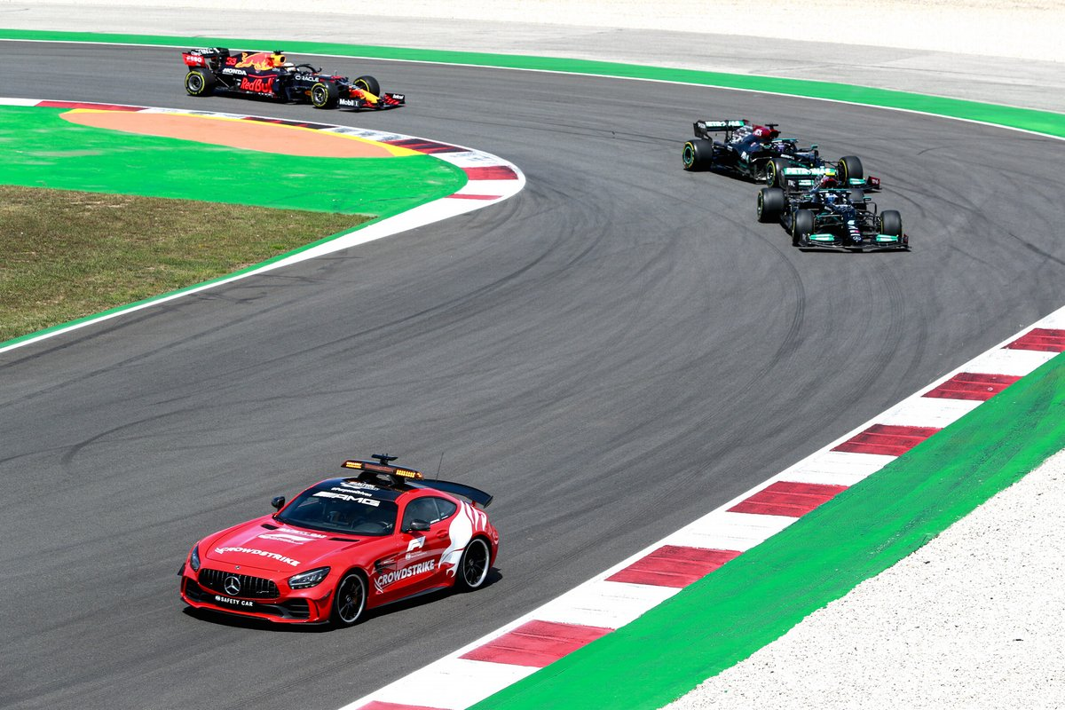 La Safety Car Valtteri Bottas, Mercedes W12, Lewis Hamilton, Mercedes W12, e Max Verstappen, Red Bull Racing RB16B