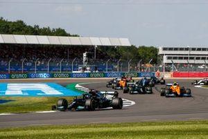 Lewis Hamilton, Mercedes W12, Lando Norris, McLaren MCL35M, Valtteri Bottas, Mercedes W12, en Daniel Ricciardo, McLaren MCL35M