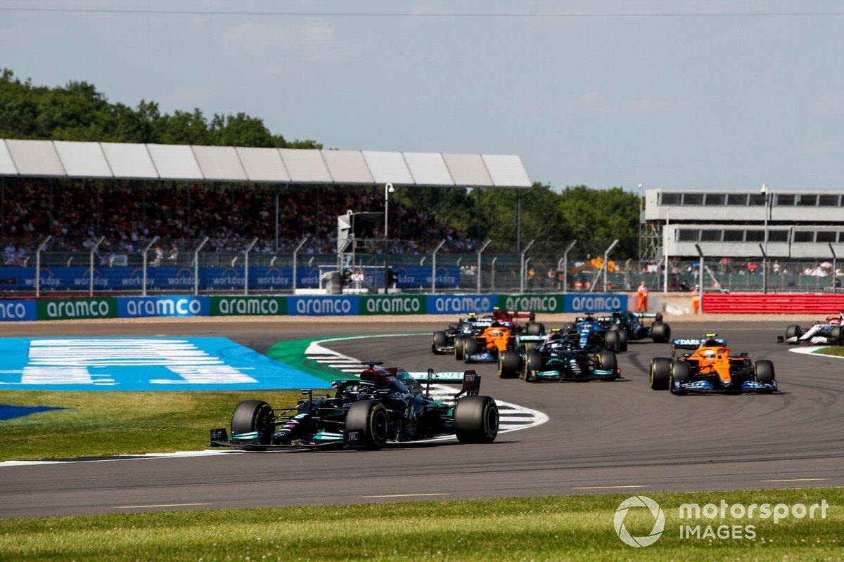 Lewis Hamilton, Mercedes W12, Lando Norris, McLaren MCL35M, Valtteri Bottas, Mercedes W12, e Daniel Ricciardo, McLaren MCL35M