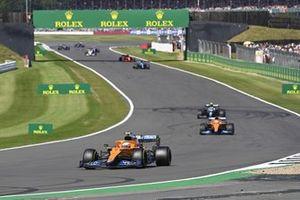 Ландо Норрис, McLaren MCL35M, Даниэль Риккардо, McLaren MCL35M, Себастьян Феттель, Aston Martin AMR21, и другие гонщики