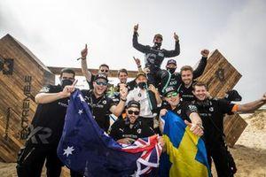 Nico Rosberg, fondatore e CEO, Rosberg X Racing con Molly Taylor, Johan Kristoffersson, e i membri del team