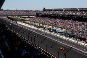 Renn-Action beim Indy 500 auf dem Indianapolis Motor Speedway