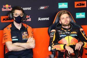 Brad Binder, Red Bull KTM Factory Racing, dans son box avec son chef-mécanicien Andres Madrid