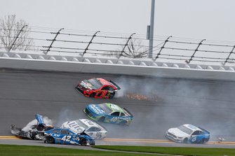 Crash, Martin Truex Jr., Joe Gibbs Racing, Toyota Camry Bass Pro Shops, Kyle Busch, Joe Gibbs Racing, Toyota Camry M&M's Chocolate Bar, Kyle Larson, Chip Ganassi Racing, Chevrolet Camaro Credit One Bank, Ryan Newman, Roush Fenway Racing, Ford Mustang Oscar Mayer Deli Fresh
