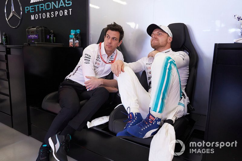 Toto Wolff, Direktör, Mercedes AMG ve Valtteri Bottas, Mercedes AMG F1