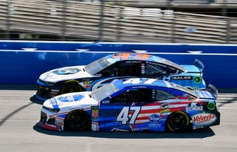 Ryan Preece, JTG Daugherty Racing, Chevrolet Camaro Kroger and Darrell Wallace Jr., Richard Petty Motorsports, Chevrolet Camaro PlanBSales.com