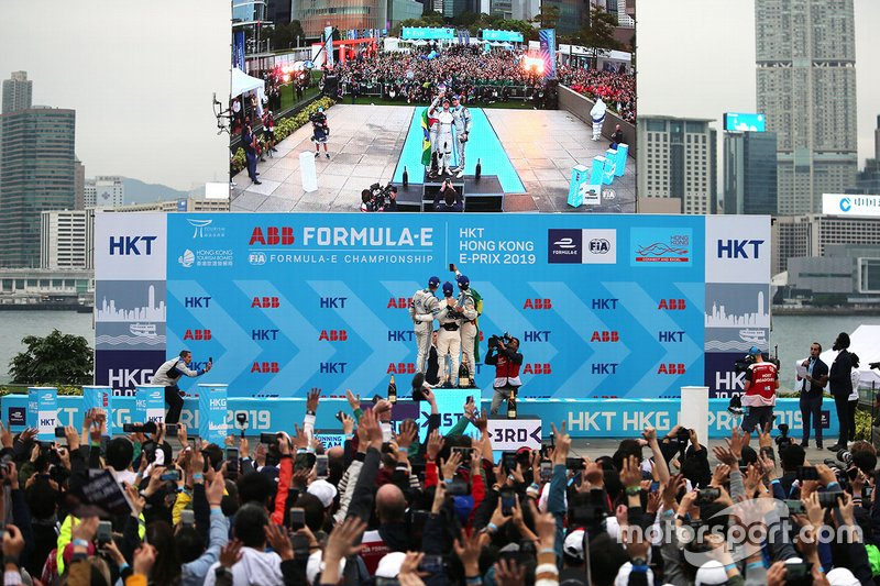Podium: race winner Sam Bird, Envision Virgin Racing, second place Edoardo Mortara, Venturi Formula E, third place Lucas Di Grassi, Audi Sport ABT Schaeffler take a selfie
