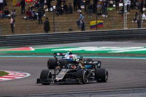 Kevin Magnussen, Haas F1 Team VF-19 et Robert Kubica, Williams FW42