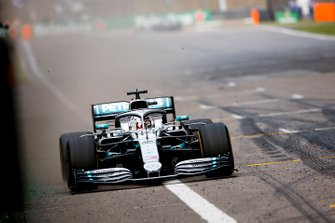 Race Winner Lewis Hamilton, Mercedes AMG F1 W10 crosses the line