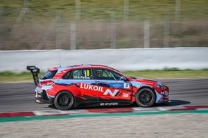 Gabriele Tarquini in car of Augusto Farfus, BRC Hyundai N LUKOIL Racing Team Hyundai i30 N TCR
