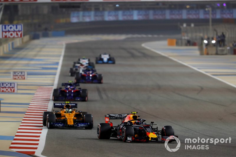 Pierre Gasly, Red Bull Racing RB15, leads Lando Norris, McLaren MCL34, Alexander Albon, Toro Rosso STR14, and Daniil Kvyat, Toro Rosso STR14