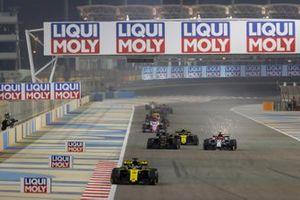 Daniel Ricciardo, Renault R.S.19, leads Kevin Magnussen, Haas F1 Team VF-19, Nico Hulkenberg, Renault R.S. 19, and Kimi Raikkonen, Alfa Romeo Racing C38