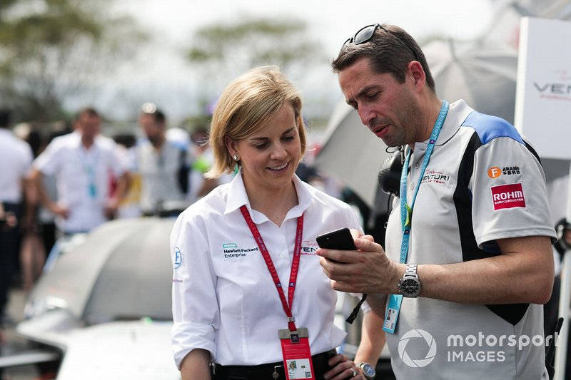 Susie Wolff, Team Principal, Venturi Formula E, con un tifoso