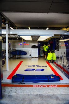 Garaje de Alexander Albon, Scuderia Toro Rosso STR14