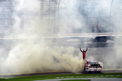 Ryan Reed, Roush Fenway Racing Ford, celebra quemando llanta