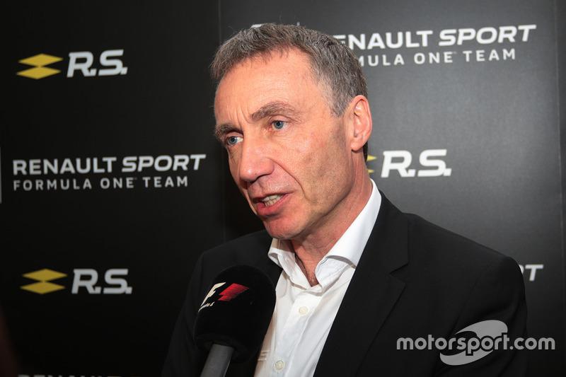 Bob Bell, Renault-Cheftechniker, mit der Presse