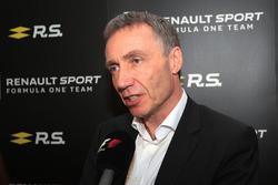 Bob Bell, Renault Sport F1 Team Chief Technical Officer met de media