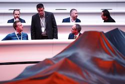 Ambiance avant la présentation de la McLaren MCL32
