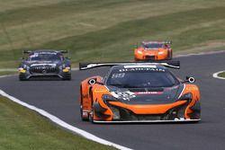 #59 Strakka Racing McLaren 650S GT3: Andrew Watson, Rob Bell
