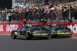 Checkered flag for #95 Aston Martin Racing Aston Martin Vantage: Nicki Thiim, Marco Sorensen, Richie