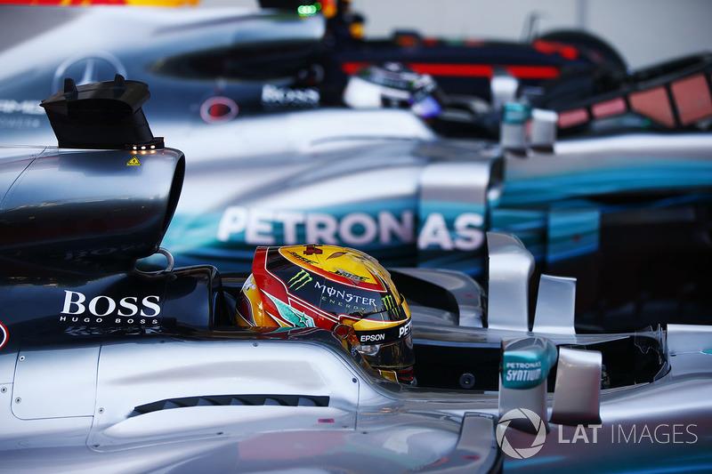 Ganador de la pole Lewis Hamilton, Mercedes AMG F1 W08, Valtteri Bottas, Mercedes AMG F1 W08, Max Verstappen, Red Bull Racing RB13