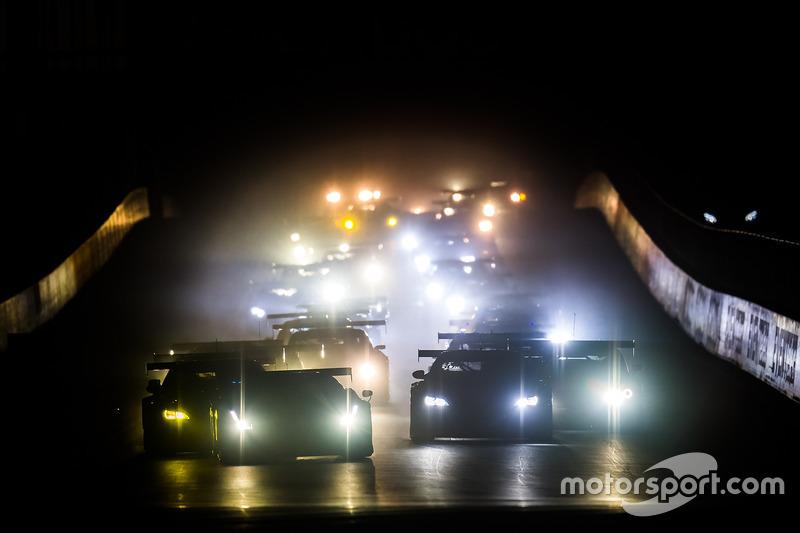 Immer wieder faszinierend: Rennstart bei Dunkelheit kurz vor 6:00 Uhr morgens