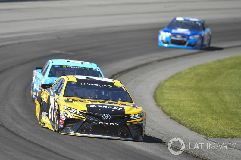 Matt Kenseth, Joe Gibbs Racing Toyota, Kevin Harvick, Stewart-Haas Racing Ford