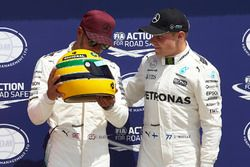 Le poleman Lewis Hamilton, Mercedes AMG F1, Valtteri Bottas, Mercedes AMG F1