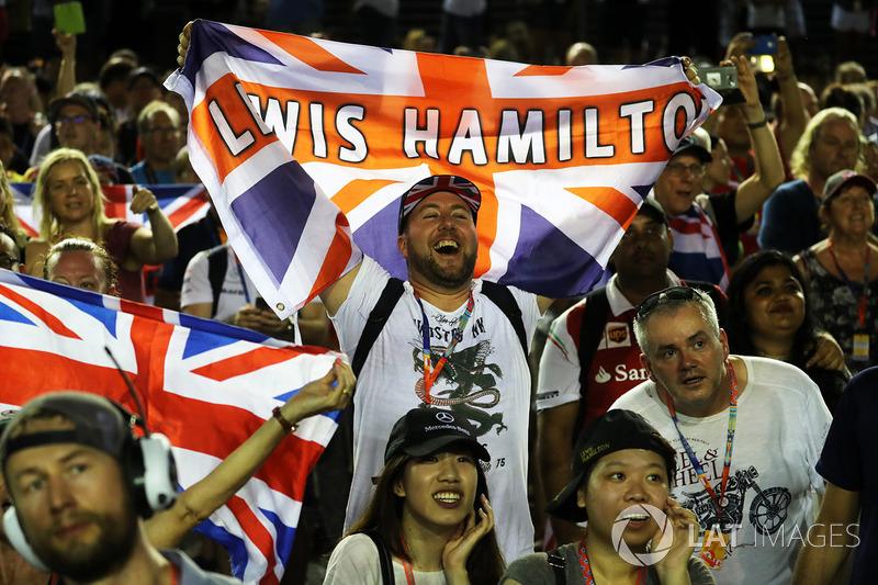 I tifosi di Lewis Hamilton, Mercedes AMG F1 festeggiano
