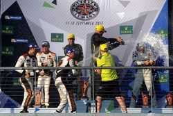 GTE-Am-Podium: 1. Paul Dalla Lana, Pedro Lamy, Mathias Lauda, Aston Martin Racing; 2. Mok Weng Sun,