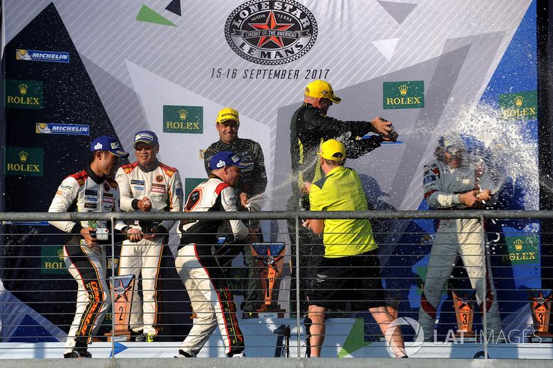 GTE-Am-Podium: 1. Paul Dalla Lana, Pedro Lamy, Mathias Lauda, Aston Martin Racing; 2. Mok Weng Sun,