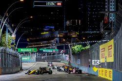 Nico Hulkenberg, Renault Sport F1 Team RS17, Sergio Perez, Sahara Force India F1 VJM10, Jolyon Palme