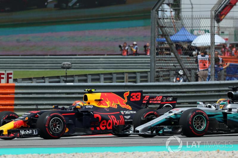 Max Verstappen, Red Bull Racing RB13 ve Lewis Hamilton, Mercedes-Benz F1 W08