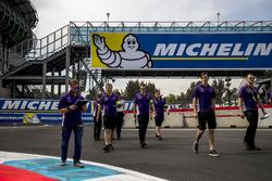 Sam Bird, DS Virgin Racing et Alex Lynn  DS Virgin Racing lors du track walk