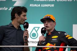 Ведущий Channel 4 Марк Уэббер и гонщик Red Bull Racing Макс Ферстаппен