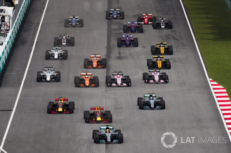 8. Lewis Hamilton, Mercedes AMG F1 W08, Max Verstappen, Red Bull Racing RB13, Daniel Ricciardo, Red Bull Racing RB13, Valtteri Bottas, Mercedes AMG F1 W08, Stoffel Vandoorne, McLaren MCL32, Sergio Perez, Sahara Force India F1 VJM10, at the start