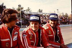 Niki Lauda, Ferrari, und Clay Regazzoni, Ferrari, mit Luca di Montezemolo