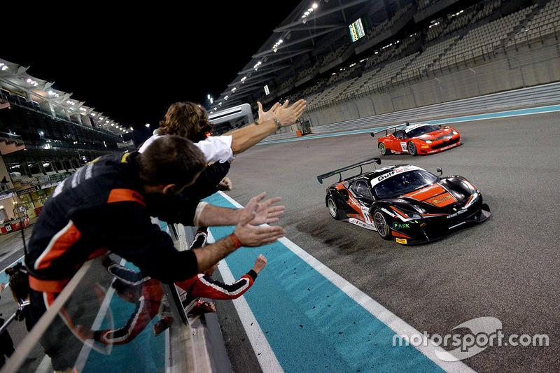 I vincitori della gara #11 Kessel Racing Ferrari 488 GT3: Michael Broniszewski, Giacomo Piccini, Davide Rigon
