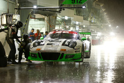 Pitstop, #911 Manthey Racing Porsche 911 GT3 R: Earl Bamber, Nick Tandy, Patrick Pilet