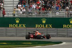Fernando Alonso, McLaren MCL32 s'arrête en piste