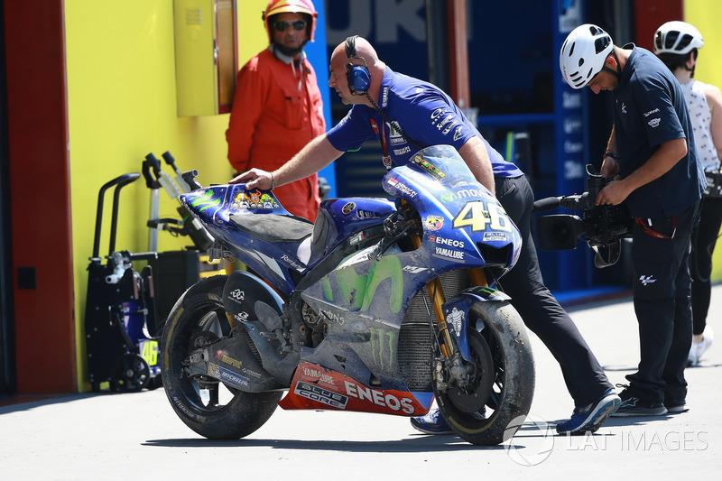 Valentino Rossi, Yamaha Factory Racing, moto chocada