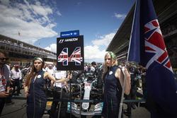 Chicas de la parrilla de Lewis Hamilton, Mercedes AMG F1