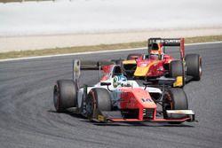 Sergio Sette Camara, MP Motorsport leading Louis Deletraz, Racing Engineering