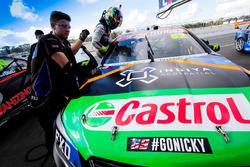 Alex Rullo, Lucas Dumbrell Motorsport, Holden, mit Aufmunterung für Nicky Hayden